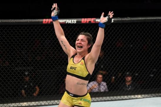 Após vitória no México, Bethe Correia sobe duas posições no ranking do Ultimate