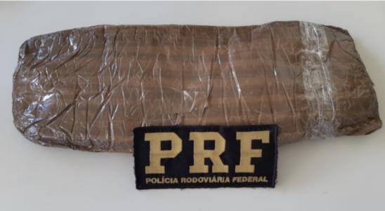PRF cumpre mandado de prisão e prende mulher por tráfico de drogas